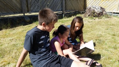 Siblings reading.